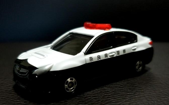 奈良県警パトカー トミカ