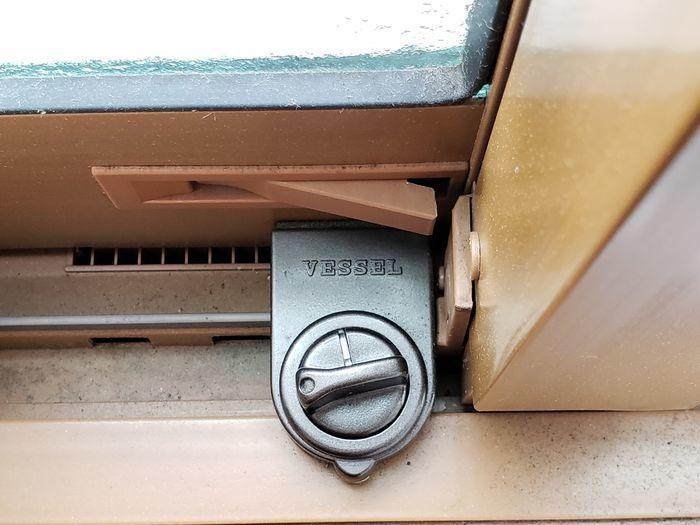 窓 ストッパー