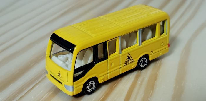 トミカの幼稚園バス