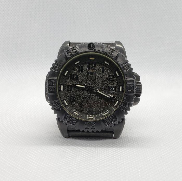 照明を当てて腕時計を撮影