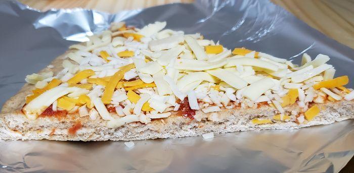 チーズがたくさん乗ったピザ