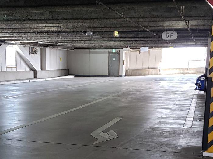 JR伊丹駅前駐車場の駐車スペース