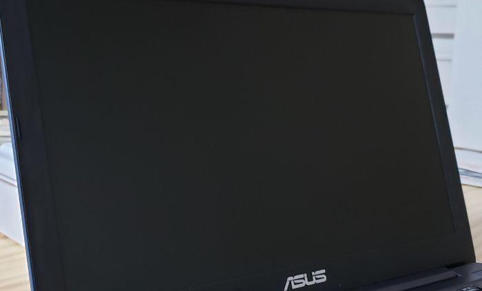 パソコンの画面を激落ちウエットシートで拭いた後