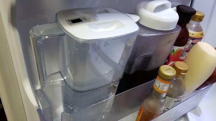 冷蔵庫に入っている浄水ポット