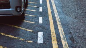 間違った場所に駐車している車
