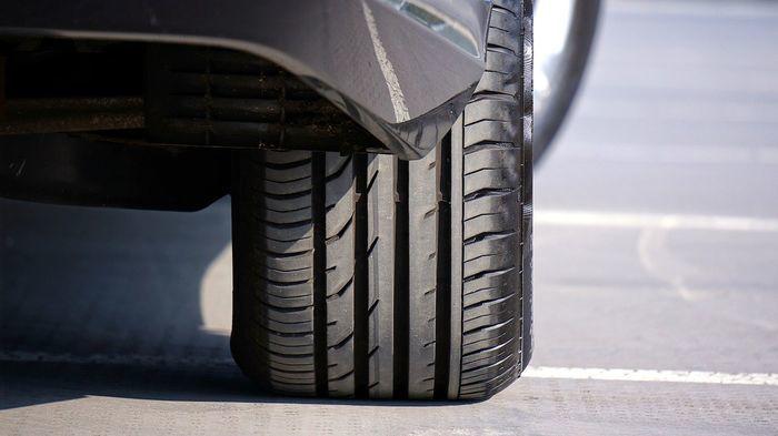タイヤの空気が減った車