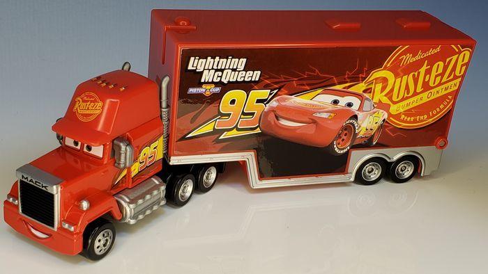3500ケルビンで撮影したトラックの玩具