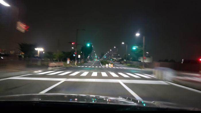 真っすぐな夜道